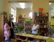 Heimatverein besucht Bücherei Ründeroth, April 2009